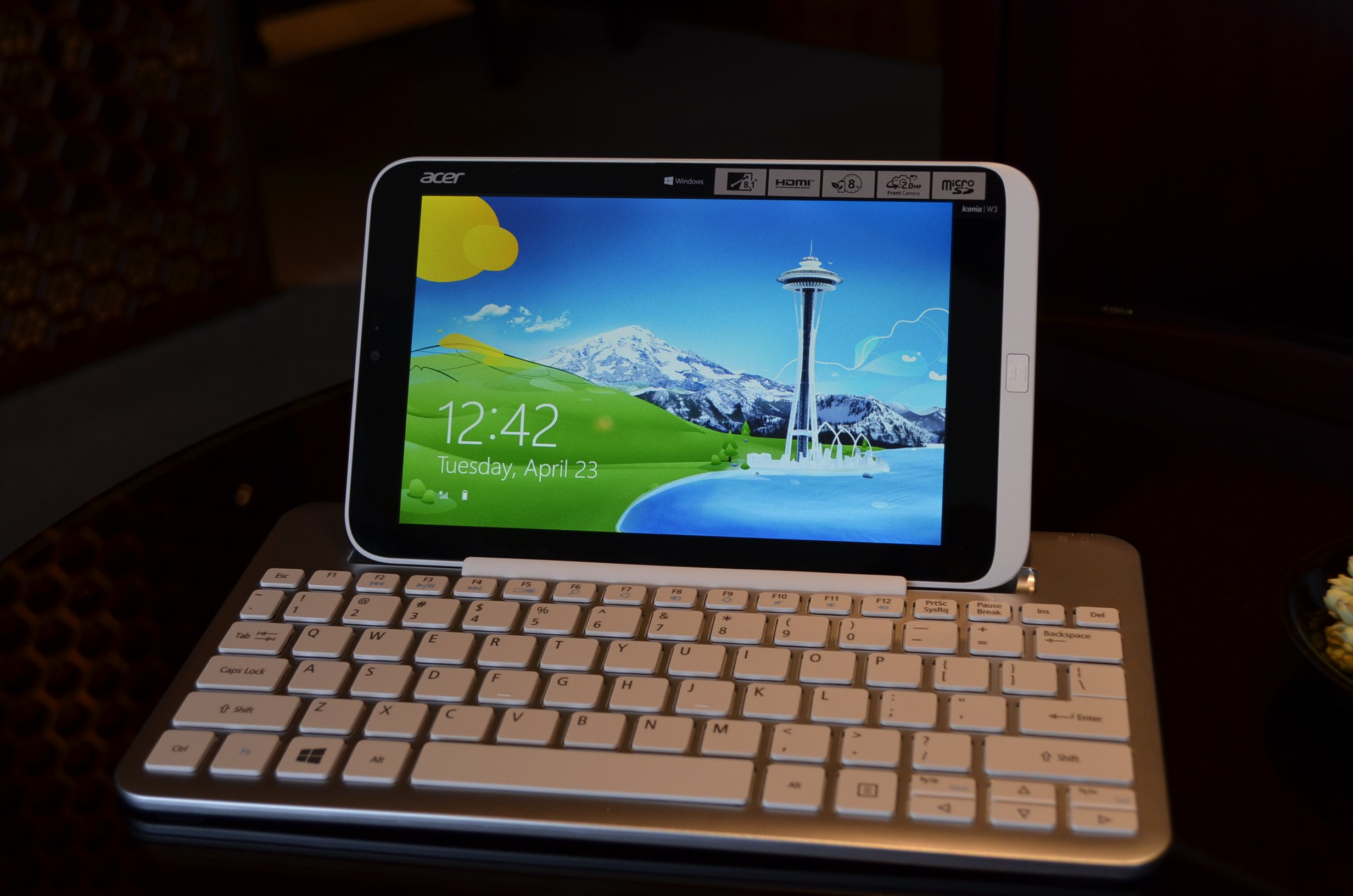 Acer-Iconia-W3-16