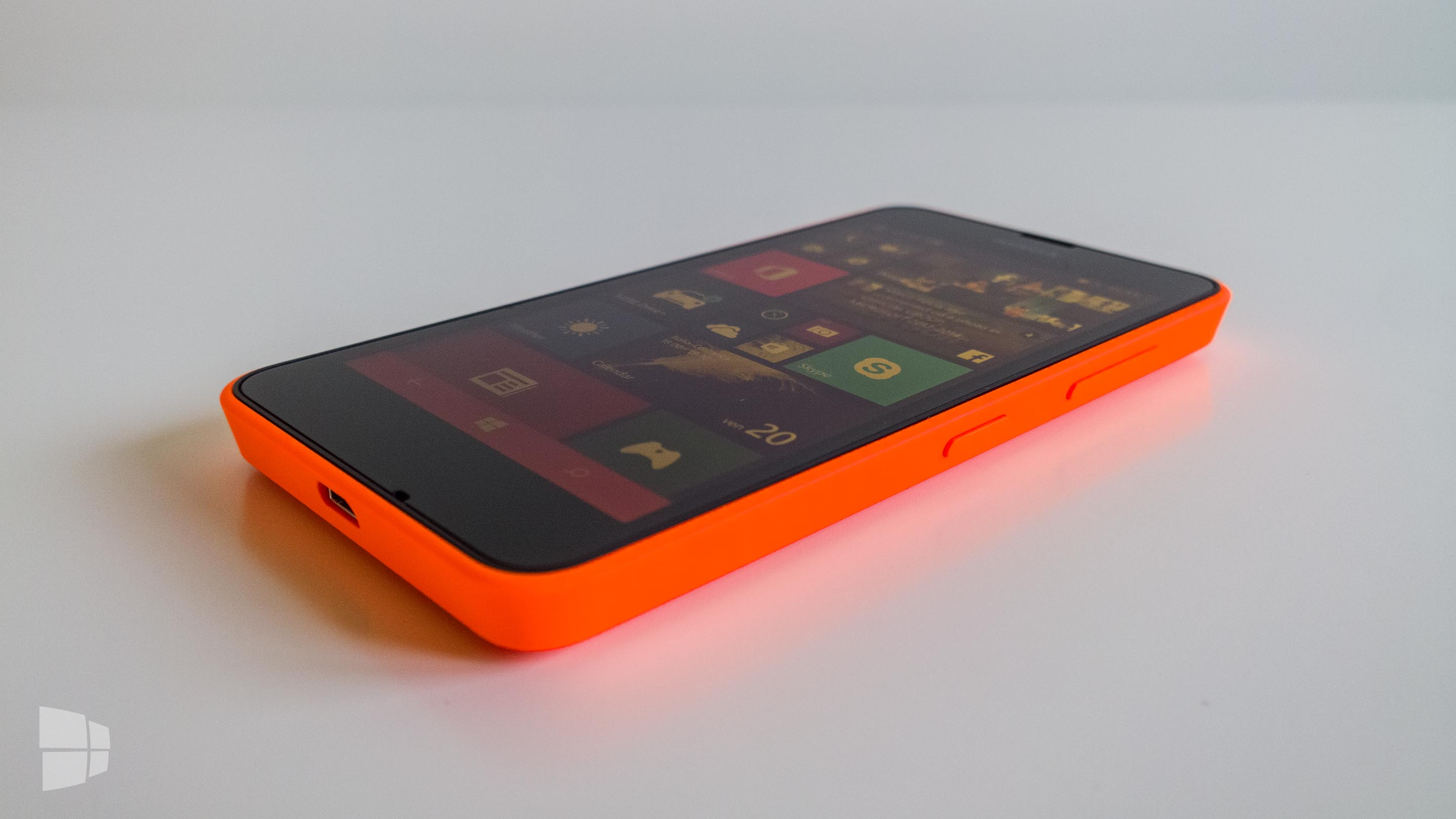 Nokia Lumia 630 Side