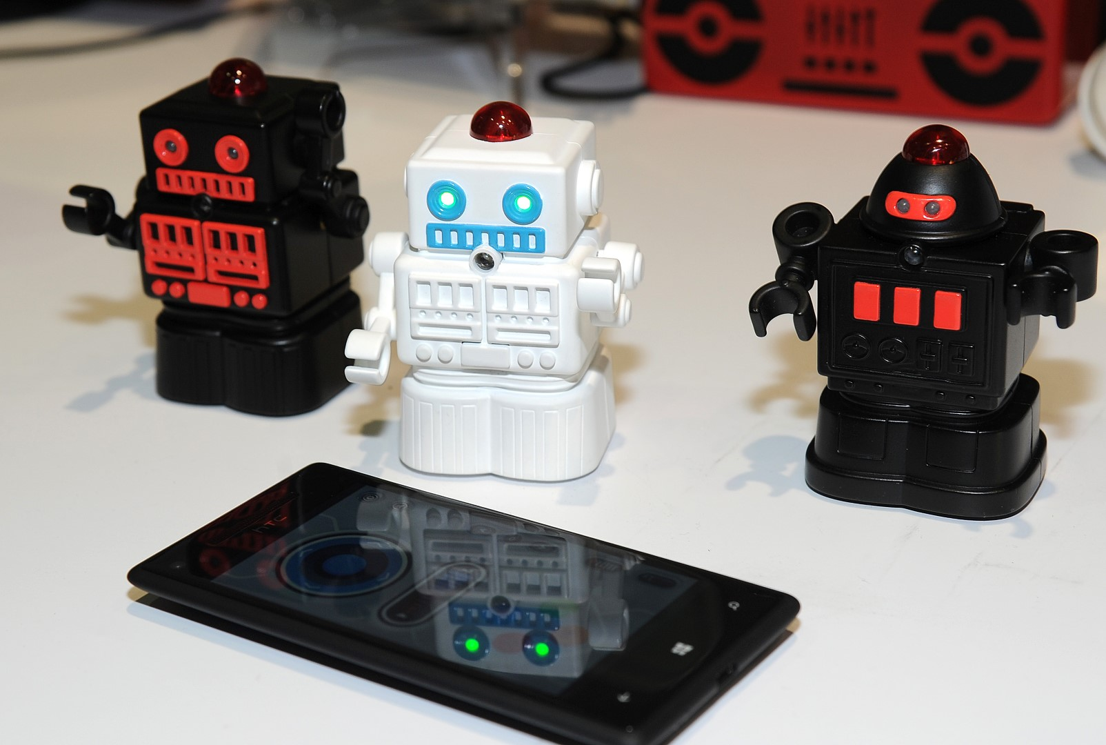 Bluetooth Fighting Mini Robots by Europe
