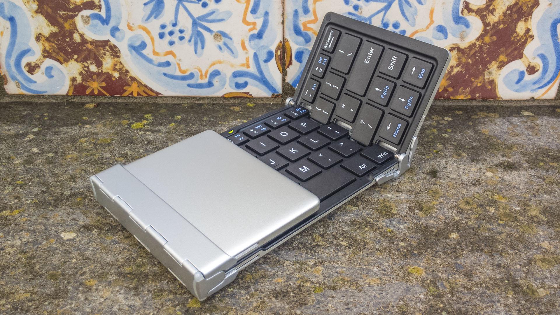 Tastiera Bluetooth iClever per Windows, iOS, Android (6)