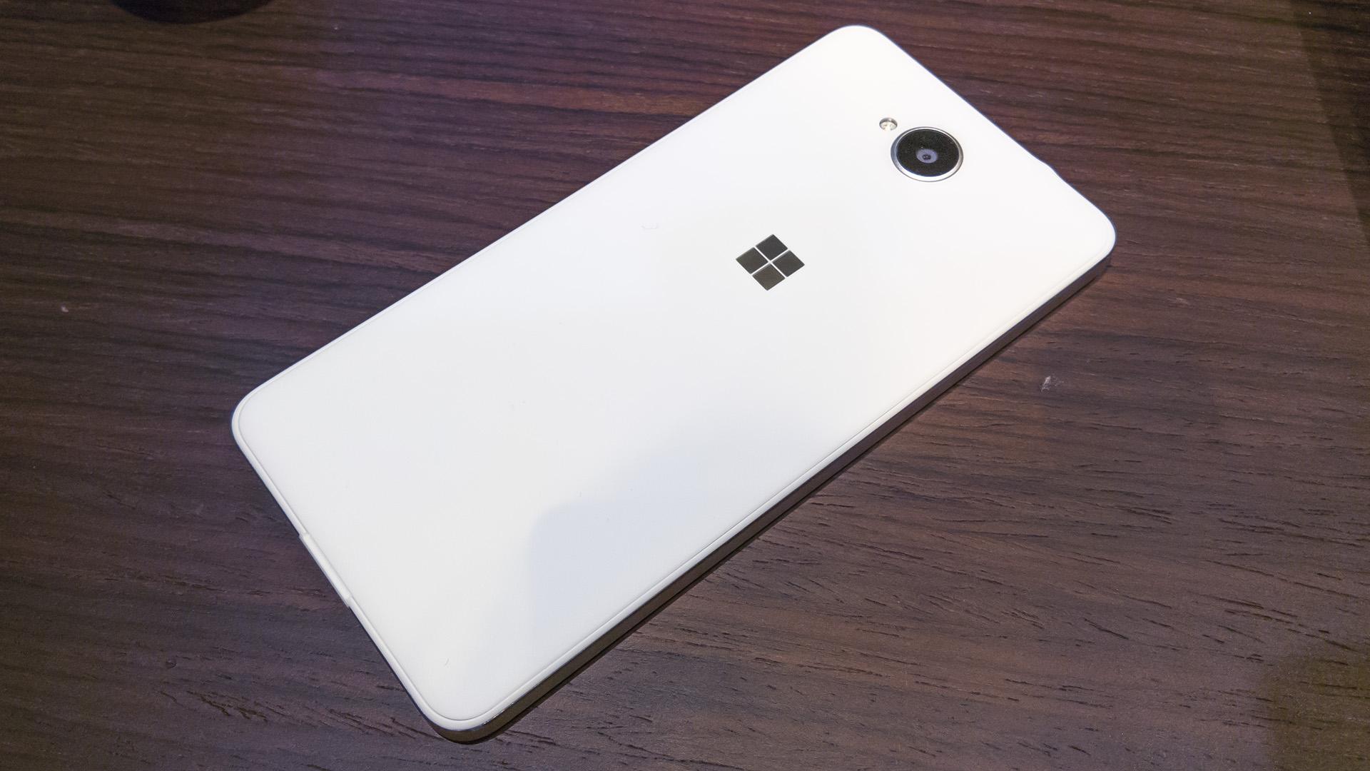 Lumia 650 MWC 2016 (1)