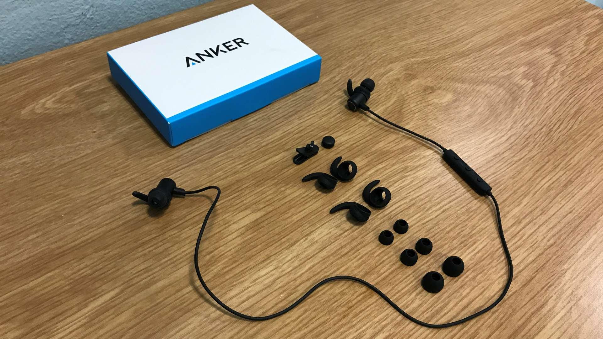 Cuffie Anker con set di accessori forniti nella confezione di vendita