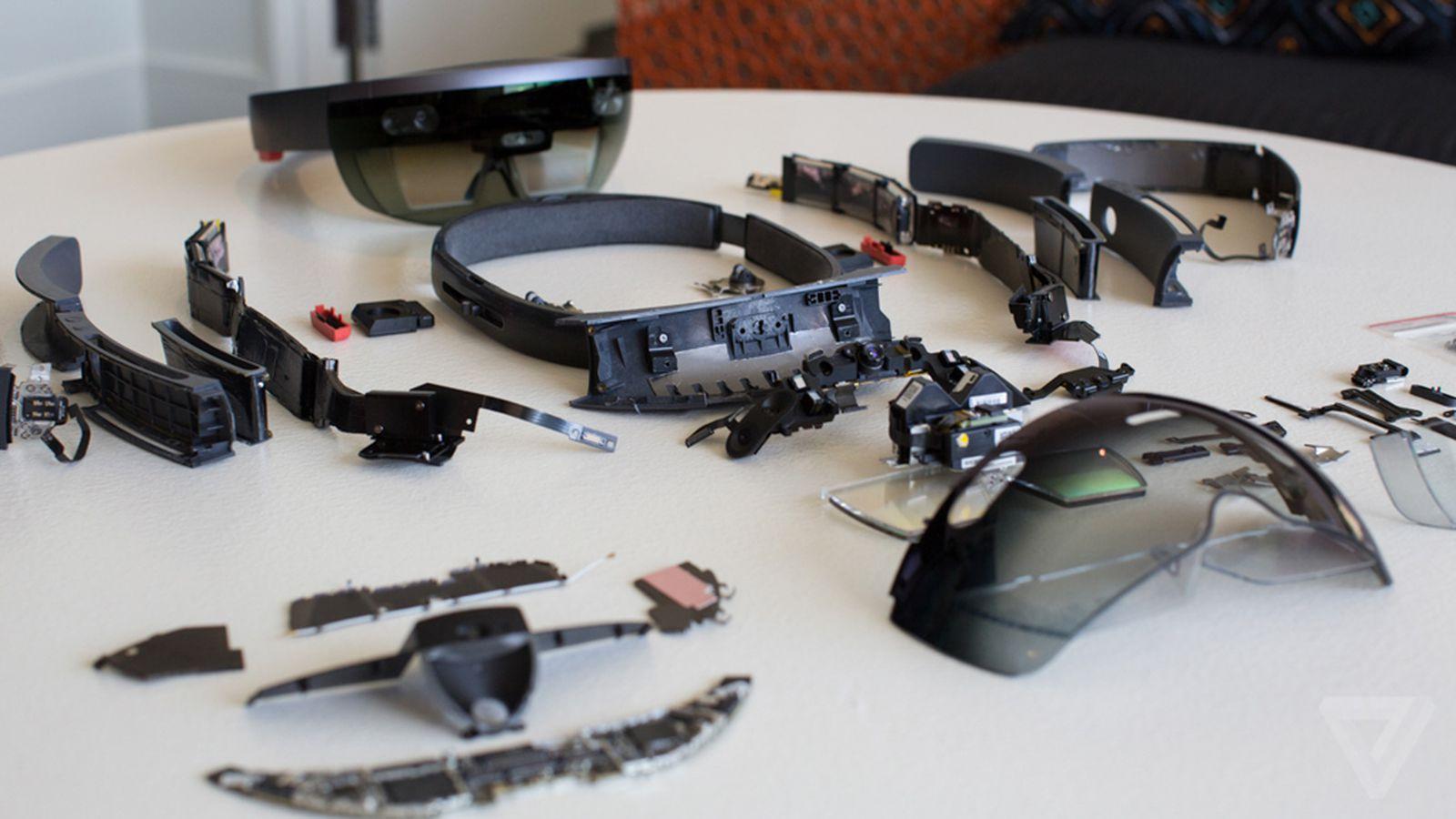 Terminata la produzione della prima versione degli HoloLens