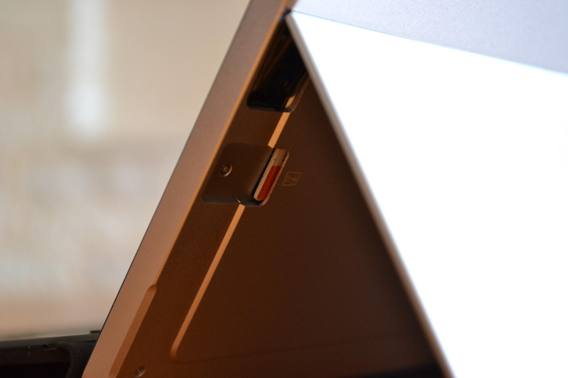 Chuwi SurBook Mini kickstand