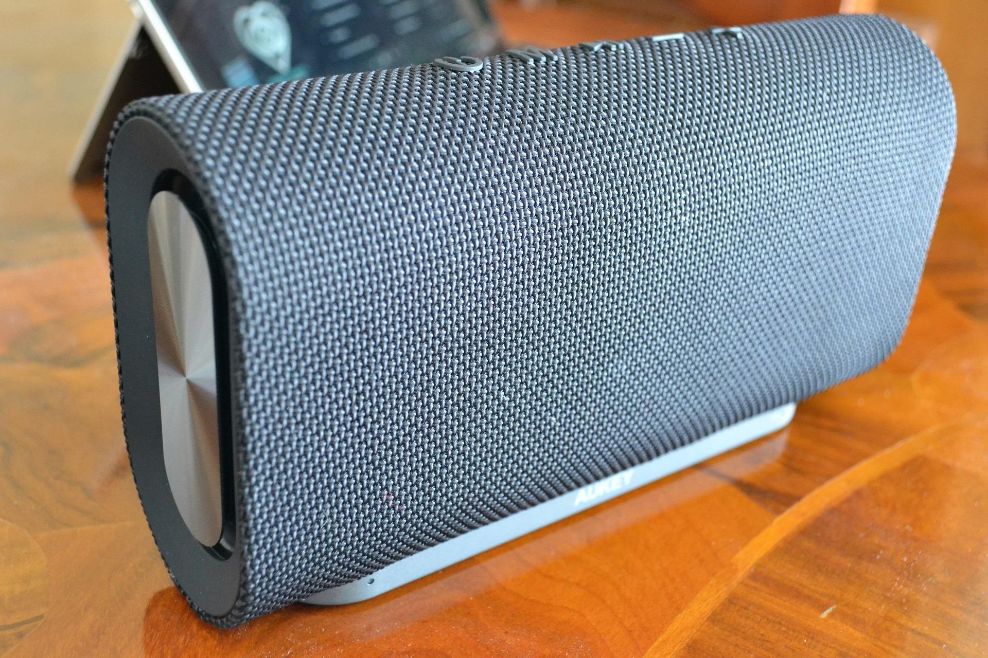 Aukey Eclipse speaker altoparlante cassa bluetooth design