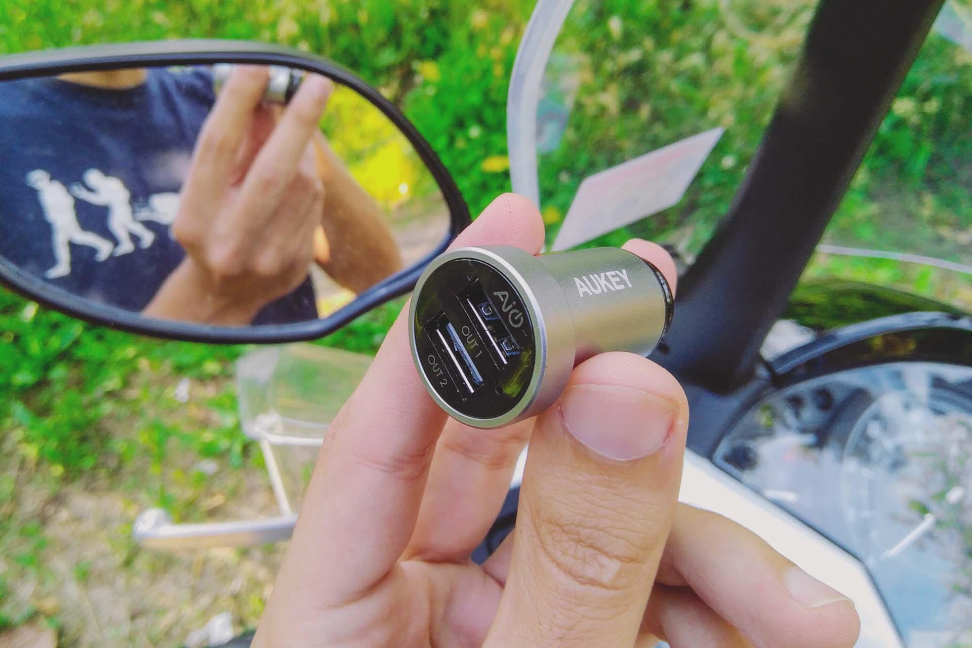 Caricabatteria USB per motorino