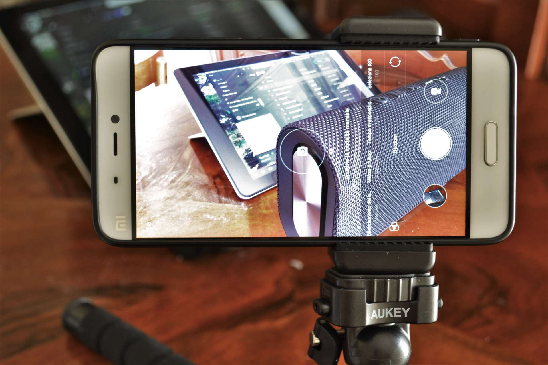 Treppiedi Aukey CP-T03 smartphone hero