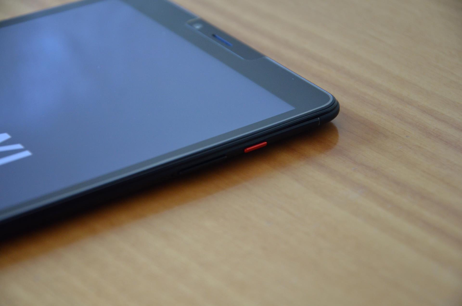 Chuwi Hi9 Pro design tasto rosso