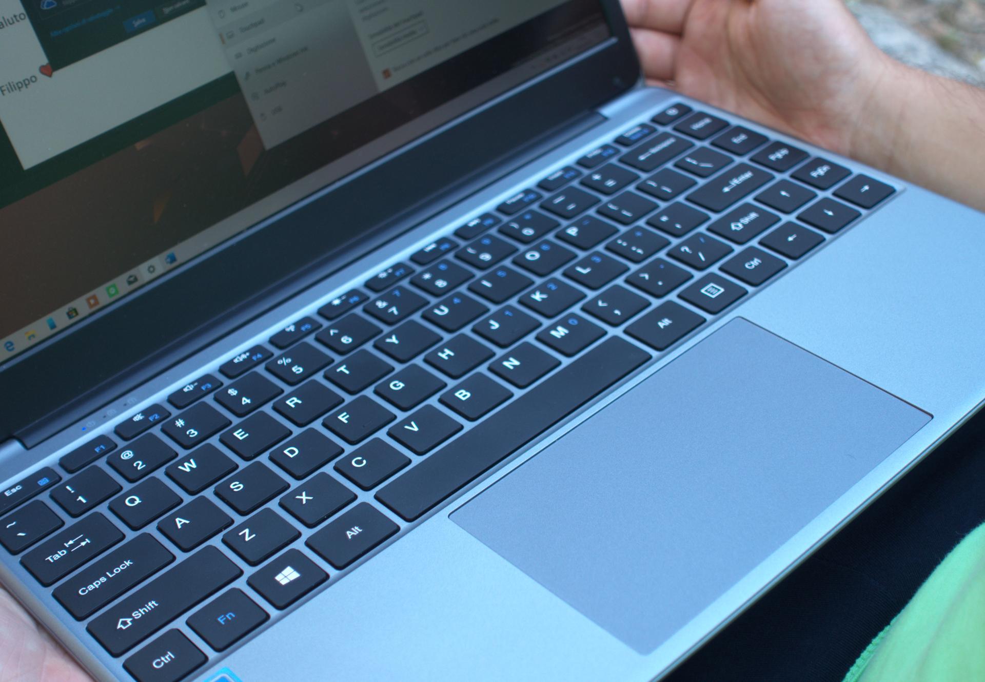 Chuwi HeroBook tastiera e touchpad