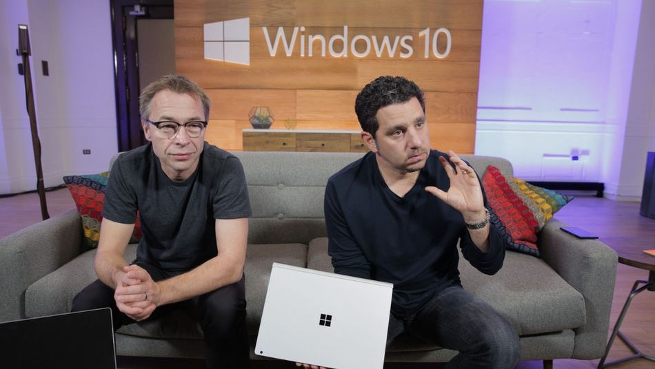 Panos Panay e Ralf Groene Microsoft Surface Windows 10